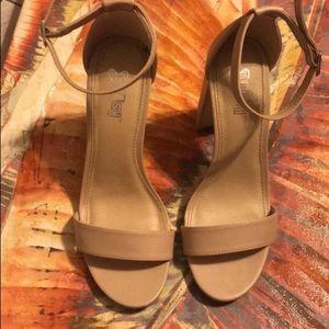 Shoes - Tan heels